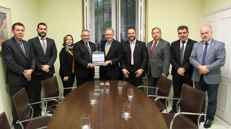 Prefeitura esclarece gastos com viagens internacionais