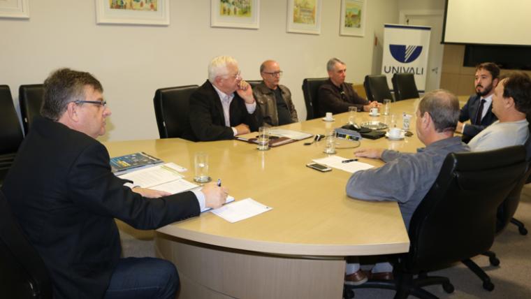 Univali recebe representantes do Observatório Social de Itajaí